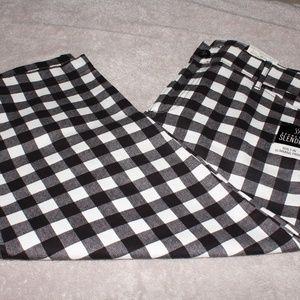 NWT St. John's Bay Black & White Checkered Capris